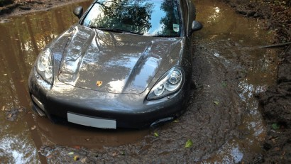 £££-Andre-Wisdoms-Porsche-Panamera-Turbo-in-a-mud-filled-pit-2716839